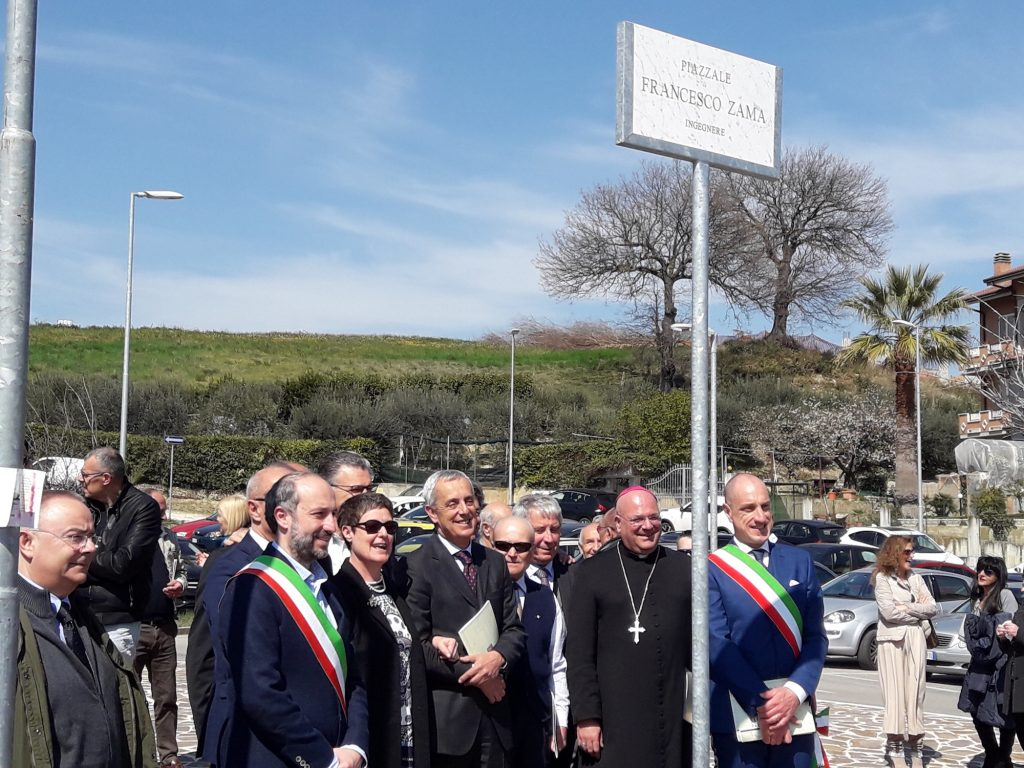 Piazza Francesco Zama, Campiglione commemora l'artefice di zuccherificio e chiesa parrocchiale