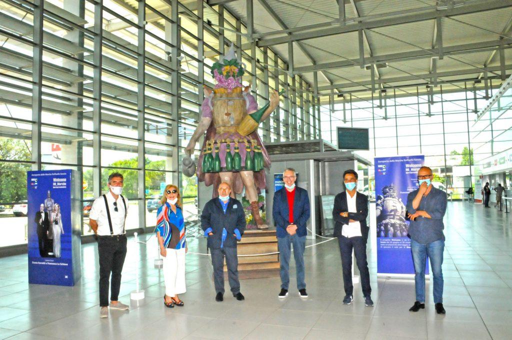 Enolo all'Aeroporto delle Marche da' il benvenuto ai turisti