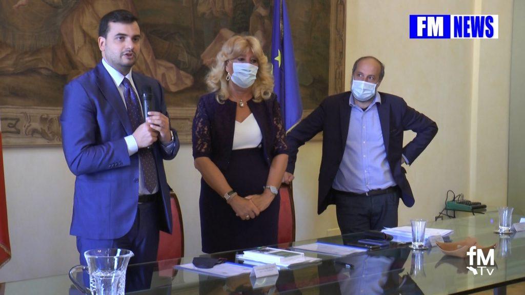 Il Sottosegretario Sibilia a Fermo sigla Intesa bullismo