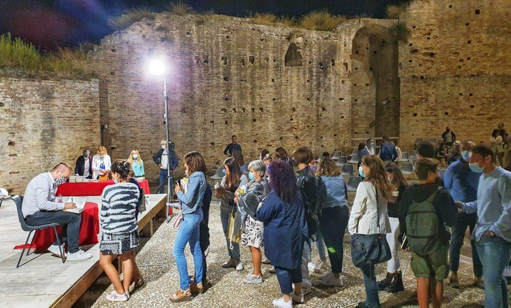 """Rocca Tiepolo gremita per il prof-scrittore Galiano. L'assessore Baldassarri: """"Altri incontri in autunno e inverno"""""""