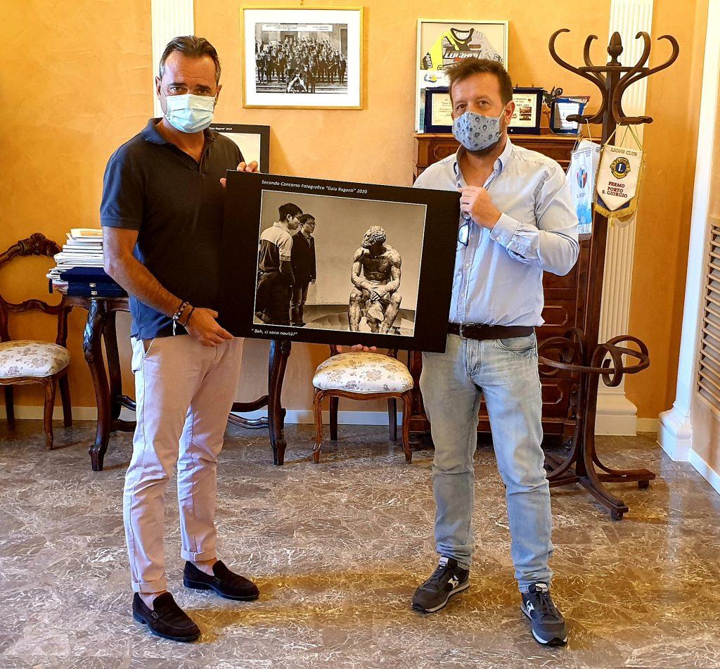 """Fotografia, assegnato il premio """"Gaia Roganti"""" Riproduzione donata dalla famiglia al Comune di Porto San Giorgio"""