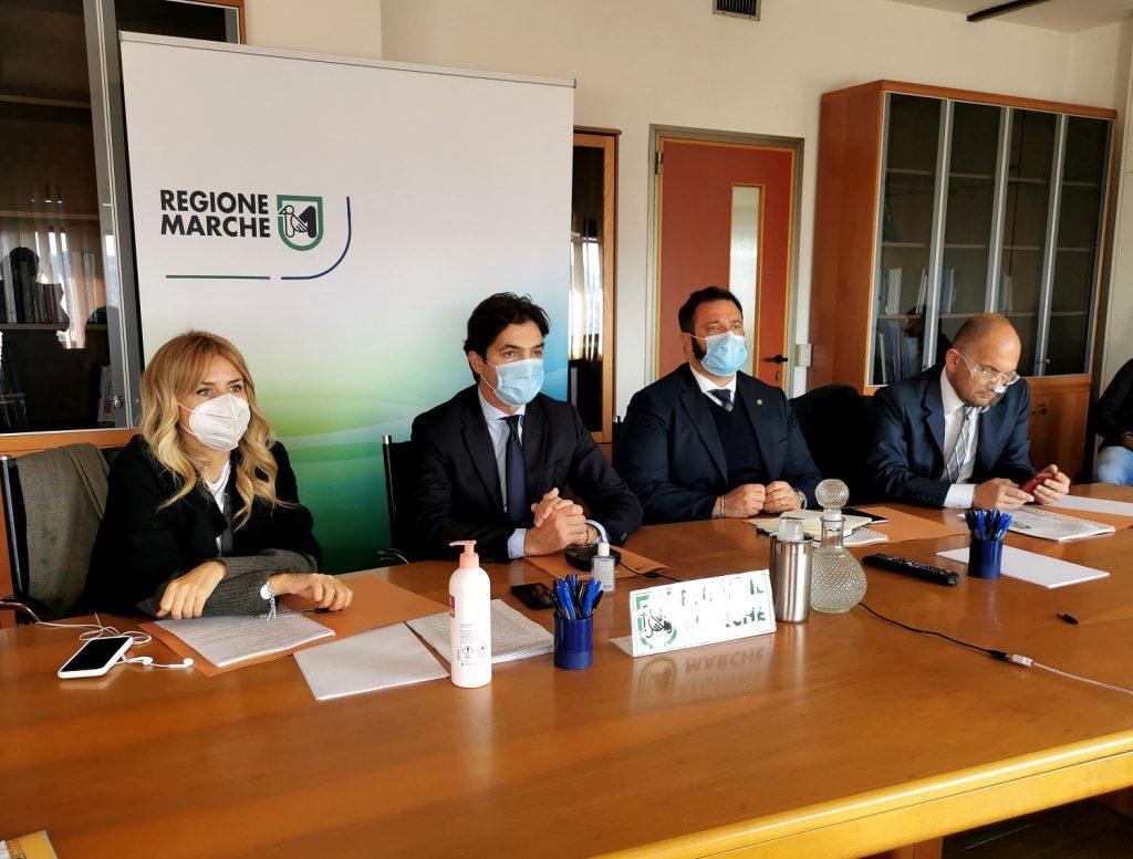"""Il presidente Acquaroli in riunione con i Prefetti, """"massima attenzione per la tutela della Sanità, per scongiurare nuove chiusure""""."""