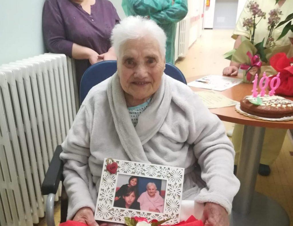 Amandola festeggia Elena per i suoi 100 anni. L'Amministrazione Comunale le fa gli auguri.