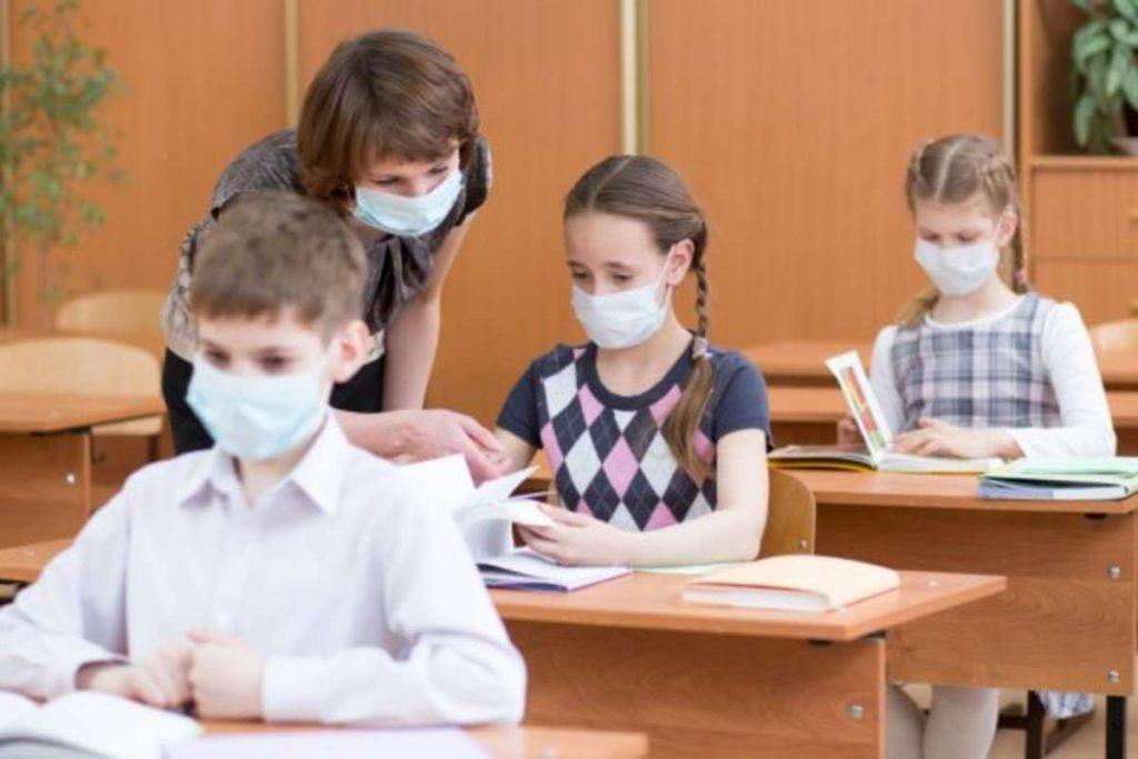 """Obbligo delle mascherine nella scuola primaria. L'assessore Latini: """"Misura critica da rivedere."""""""