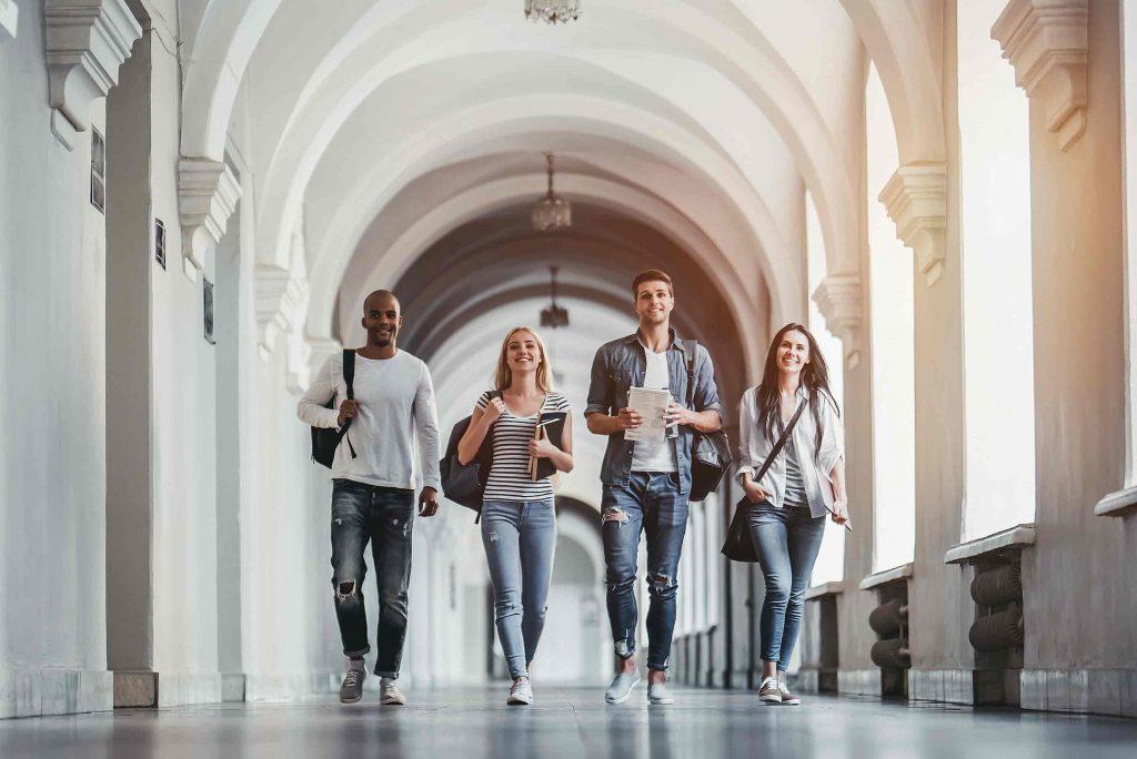 Borse di studio: 200 euro per gli studenti fermani. La domanda entro il 16 maggio