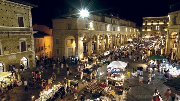 Commercio in centro storico: 70 mila euro a Comune di Fermo e 15 attività