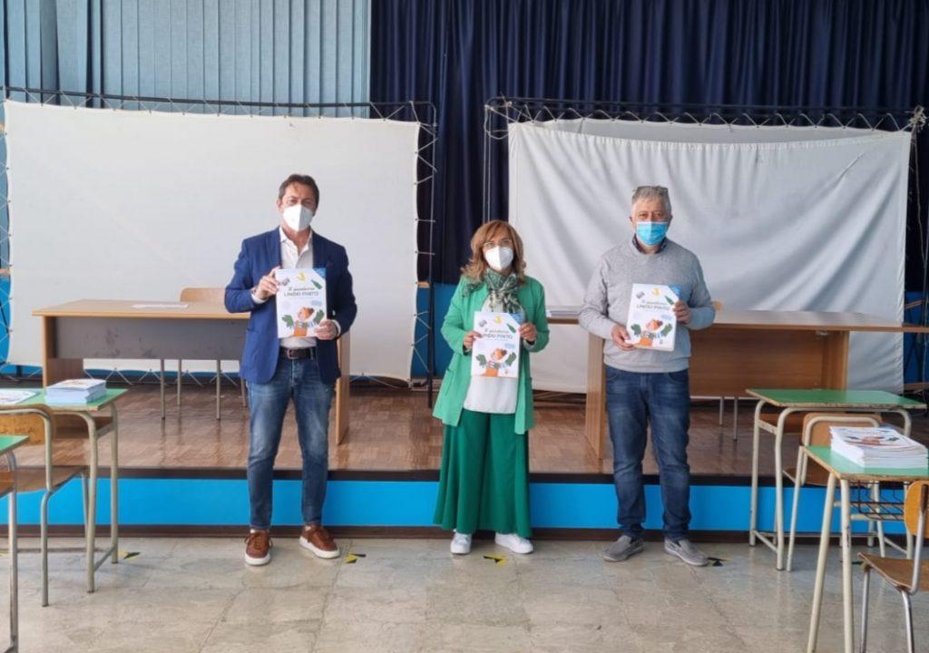 Consegnati agli studenti dell'Omnicomprensivo di Amandola i quaderni sulle tematiche ambientali della Provincia di Fermo
