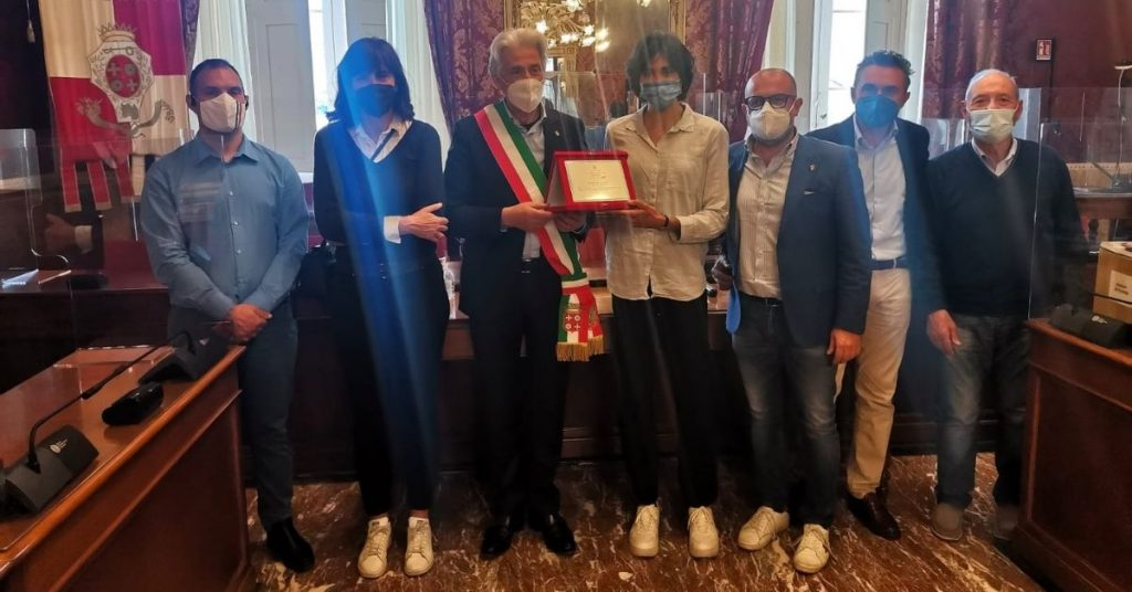 Macerata: Consegna targa MacerataPiù a Eleonora Vandi