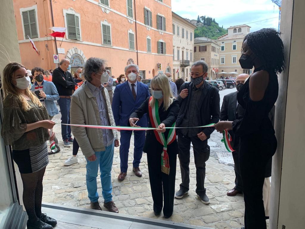 """Mostra: """"Come funamboli sul filo sospesi"""" a San Severino Marche"""