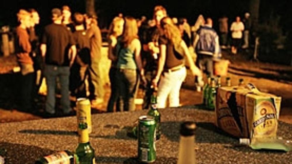 Risse fra giovani ubriachi sulla riviera fermana. Uno chalet multato e chiuso dalla Polizia