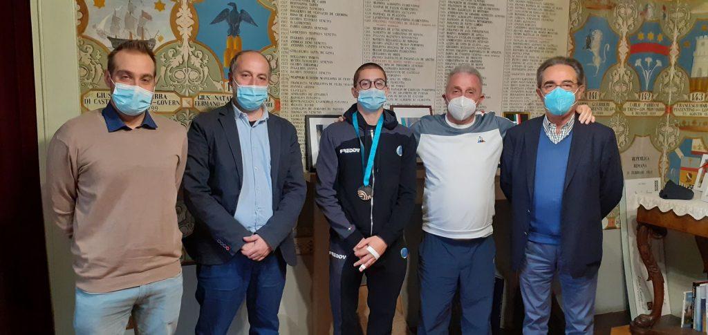 Mario Macchiati torna a Fermo con la medaglia al collo